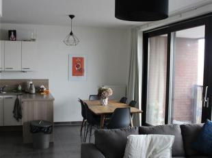 Superbe appartement 2 chambres avec terrasse et emplacement de parking. Situé au 4e étage d'un immeuble moderne avec ascenseur, il dispo