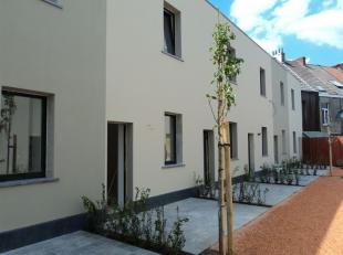 Prachtig gerenoveerde cité woning in uniek sfeervol gesloten woonerf.<br /> De woning is ingedeeld als volgt: op het gelijkvloers: living, voll