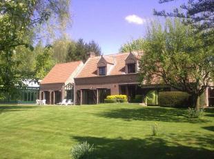Dans le prestigieux bois de Mai à Lillois ( 5' de Waterloo) Au cur du Bois de Mai, jolie propriété familiale sise sur 36 ares 60