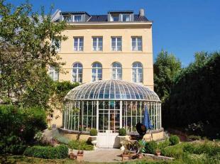 Jolie maison de 442 m² habitables de style Néo-classique, entièrement rénovée. Très belle maison de maît