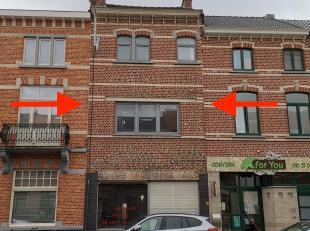 Deze eigendom omvat een appartement met 3 slpk, handelsruimte en leuke stadstuin. De handelsruimte is ongeveer 100m2 doch volledig te renoveren (ruwbo