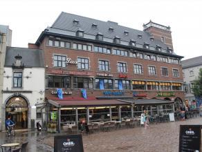 """Stadskern  Goed gelegen winkelruimte gelegen vooraan de galerij """"DE WARE VRIENDEN"""" gezien vanuit het marktplein, in het handelscentrum van Hasselt. D"""