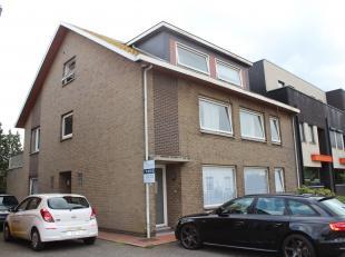 Ligging/Omgeving  Het appartement is gelegen in de Stationsstraat 293B te Lommel.  Het is gelegen op een afstand +- 1km van het centrum.  Beschrijving
