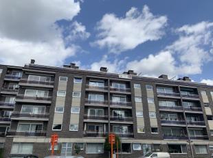 VLINDERSSTRAAT 9/12:<br /> Gezellig en centraal en rustig gelegen dakappartement van 53m² met 1 slaapkamer en ruim terras van 30m² op het zu