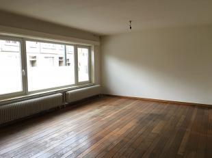 OUDE LUIKERBAAN 54/2:<br /> Te renoveren gelijkvloers appartement met 2 slaapkamers en evt. met garage.<br /> <br /> Indeling: Inkomhal met apart toil