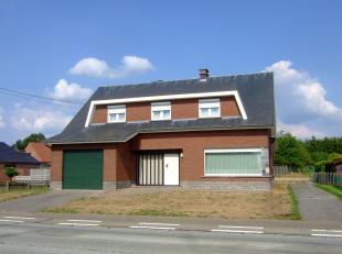 Goed onderhouden ruime woning op wandelafstand van station Begijnendijk. Op het gelijkvoers vinden we een ruime inkomhal met ingemaakte kast, zonnige