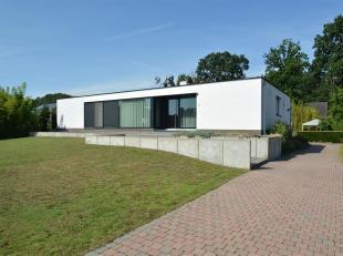 Mooie woning in strakke & moderne stijl bevindt zich op 15a95ca in zeer rustige & doodl. straat op slechts 3 km v.h. centrum, scholen & E3