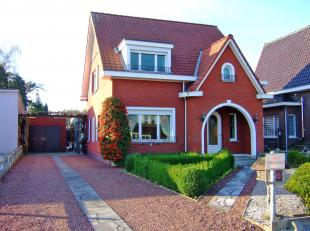 Centraal gelegen woning nabij het centrum en school van Begijnendijk. De ruime zuidgerichte tuin(mogelijkheid tot moestuin) met tuinberging en grote g