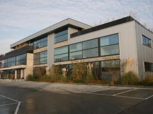 BESTAANDE BOUW (GEEN LIFT, huurprijs 9/m²/maand + servicekost 6/m²/maand. Prijzen excl. 21% BTW)<br /> GELIJKVLOERS: LINKERVLEUGEL GELIJKVLO