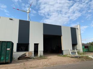 Nieuwbouw bedrijfshal van 450m², gelegen op het Businesspark Maasmechelen.<br /> Kenmerken:<br /> - oppervlakte: 450m²<br /> - afmetingen: 1