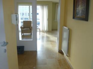 Prachtig instapklaar appartement met 2 slaapkamers en terras. Mooie ruime living met veel licht. Ruime badkamer met ligbad met douche en 2 lavabo's. I