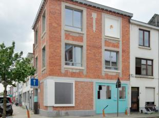 Moderne, energievriendelijke woning met veel licht aan het gezellige Bisthovenplein in Deurne. Een levendige, exotische en authentieke buurt, vlak bij