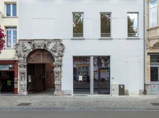 AG VESPA verkoopt een commerciële ruimte op het Falconplein. Deze is gelegen net naast de historische Falconpoort in het hart van deze wijk. Dit