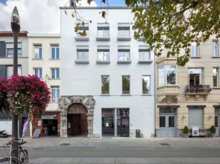 Achter de historische Falconpoort schuilen 4 prachtige binnenhoven. Hier bouwde AG VESPA 3 duplexappartementen met een gemeenschappelijk dakterras. He