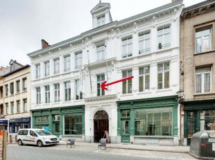 In hartje Antwerpen verhuren we dit prachtig gerenoveerd appartement (100 m²).Vlakbij het historische centrum, op een boogscheut van het Stadhuis