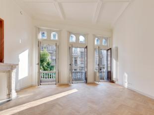 AG VESPA verhuurt een uniek, instapklaar appartement (118 m²) met 2slaapkamers en 2 balkons met zicht op de Meir. Het gerenoveerde appartement be