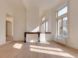 AG VESPA verhuurt een uniek, instapklaar appartement (116m²) met 2 slaapkamers. Het gerenoveerde appartement bevindt zicht op de 3e verdieping va