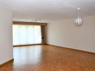 Dit is een ruim en Instapklaar appartement met een oppervlakte van 126 m². Het is gelegen op de eerste verdieping in een perfect onderhouden gebo