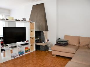 Mooi en ruim appartement op de derde verdieping in een gebouw met vier verdiepingen.<br /> Het appartement heeft een opp van 120 m² en een gevel