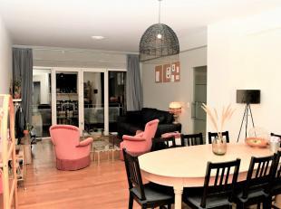 Dit appartement ligt in de onmiddellijke nabijheid van het park Den Brandt en het Middelheimpark. Het heeft een bewoonbare oppervlakte van 80 m².