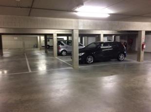 Overdekte verzorgde autostaanplaats in ondergrondse parkeergarage met automatische poort en afstandsbediening.<br /> Nieuwe residentie.  Onmiddellijk