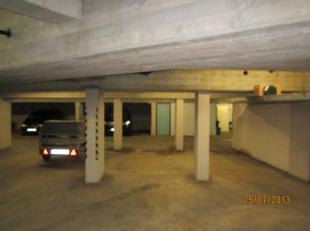 Brasschaat : Bredabaan / hoek Van Hemelrycklei.<br /> ruime autostaanplaats in verzorgde residentie met automatische poort<br /> € 45/maand, geen bi