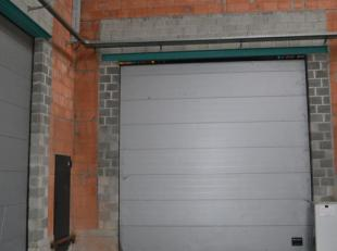 IMMOBOOST 0477 31 99 93<br /> Dit professioneel magazijn heeft een totale vloeroppervlakte van 380 m2 en een kantoor van 30 m2. In dit magazijn kan er