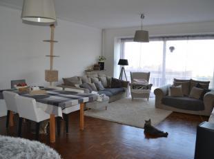 IMMOBOOST 0477 31 99 93 Dit appartement op de vijfde verdieping is gelegen op TOPLIGGING in de Tentoonstellingswijk. Het centrum van Antwerpen is vlak