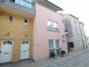 Arlon, bel appartement duplex de 93 m² avec entrée indépendante situé en plein coeur de la ville. Ce bien est composé