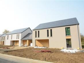 Arlon-Fouches, superbe maison 3 façades NEUVE sur terrain de 5,52 ares. A 3 minutes de lautoroute E411, cette spacieuse (270 m2) et lumineuse m