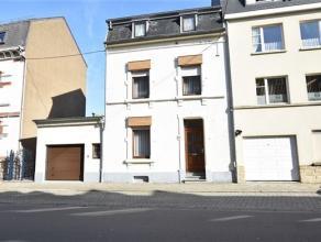 Arlon, bonne maison d'habitation avec garage composée comme suit: niveau -1: caves. Niveau 0: hall d'entrée, cuisine, salon, salle &agra