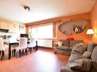 Arlon, situé à deux pas du centre dans un quartier calme, agréable appartement composé comme suit: hall d'entrée, c