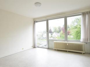 Double V Immobilière vous propose dans le centre d'Arlon un appartement situé au 4ème étage de la résidence du Parc