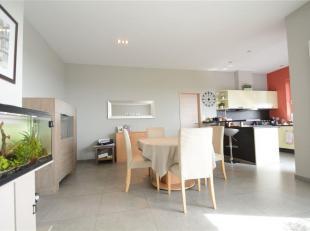 Double V Immobilière vous propose en location un splendide appartement composé comme suit: hall d'entrée, grand séjour, cu