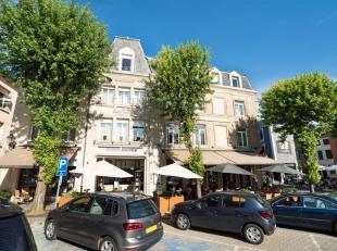 Arlon- Grand place, Double V Immobilière vous propose un splendide immeuble de rapport bien connu des Arlonais. Cet immeuble de style est compo