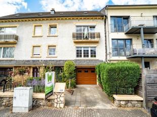 Double V Immobilière vous propose à Arlon, une bonne maison bel-étage située dans un quartier calme. Ce bien  se compose c
