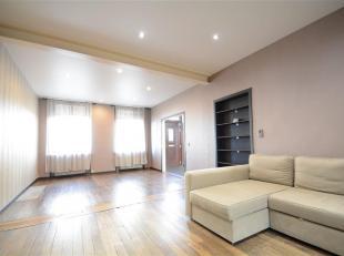 Double V Immobilière vous propose en location une splendide maison rénovée composée comme suit: niveau0: hall d'entr&eacut