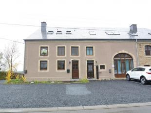 Double V Immobilière vous propose en location à Sampont ( Arlon) une charmante maison composée comme suit: niveau 0: hall d'entr&