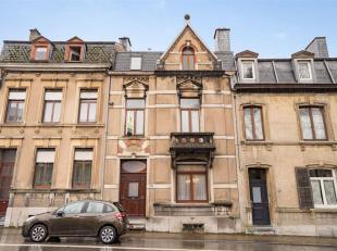 Double V Immobilière vous propose à Arlon une bonne maison d'habitation deux façades avec jardin et garage. Ce bien  se compose c
