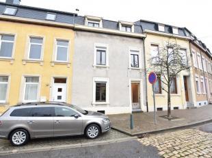 Double V Immobilière vous propose dans la ville d'Arlon, une maison deux façades avec jardin à rénover. Ce bien se compose