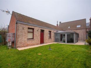 PRODUIT RARE ! Superbe maison individuelle entièrement rénovée en plein centre du village d'Esplechin. Elle se compose d'un hall