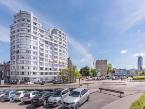 Realim vous présente dans un bel immeuble du bord de Meuse, un appartement pouvant être utilisé en partie (voir en totalité