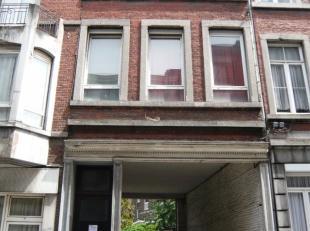 Centre ville de Liège, quartier Guillemins, appartement une chambre de type duplex avec emplacement de parking pour une petite voiture. Compteu