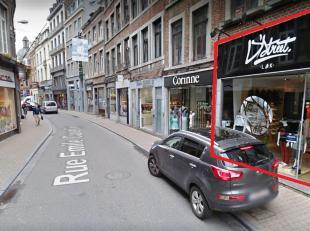 Centre-ville, entre le Théatre et les 4 Coins, beau rez commercial de +-60m² avec belle vitrine et beaucoup de passage! (à quelques