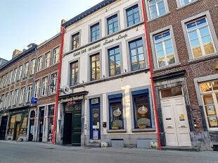 Nam Property vous propose un bel ensemble immobilier dans le piétonnier Namurois.Se compose de deux commerces de renommée à Namur