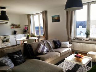 Namur centre, bel appartement moderne composé de: hall, spacieux et lumineux séjour (plancher chêne massif), cuisine US hyper-&eac