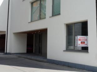Bureau de 40 m² au rez de chaussée d'un immeuble neuf, ossature bois, basse énergie. Idéalement situé à proxim