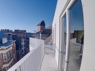 Nam Property vous propose: au cur du centre-ville Namurois, situation idéale et centrale, dans une ruelle en plein essor, penthouse dans un b&a