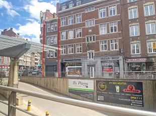 Nam Property vous propose un immeuble mixte (1 rez commercial + 2 appts) complètement remis à neuf. Au rdc: surface commerciale de &plus