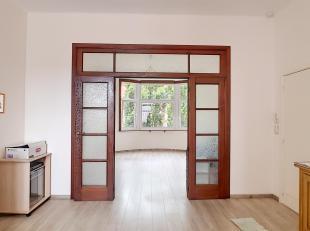 Agréable et lumineux appartement au 1er étage d'un petit immeuble SANS ascenseur et composé de: séjour, grande cuisine &ea